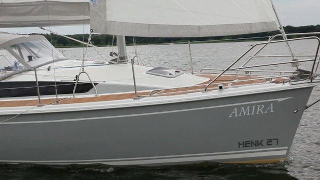 Vorschaubild zu Hausboot unter Segeln